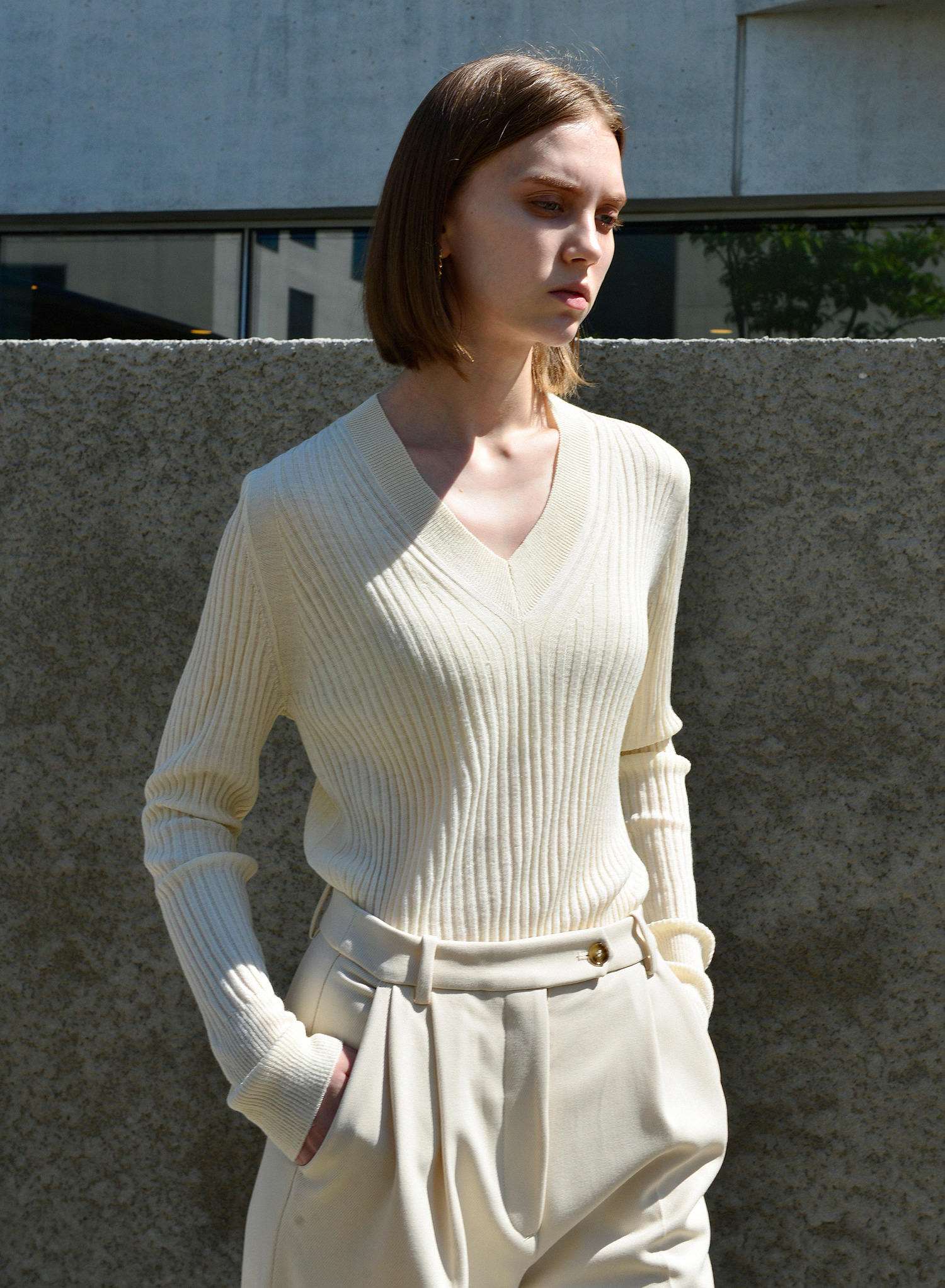 THIN V NECK KNIT