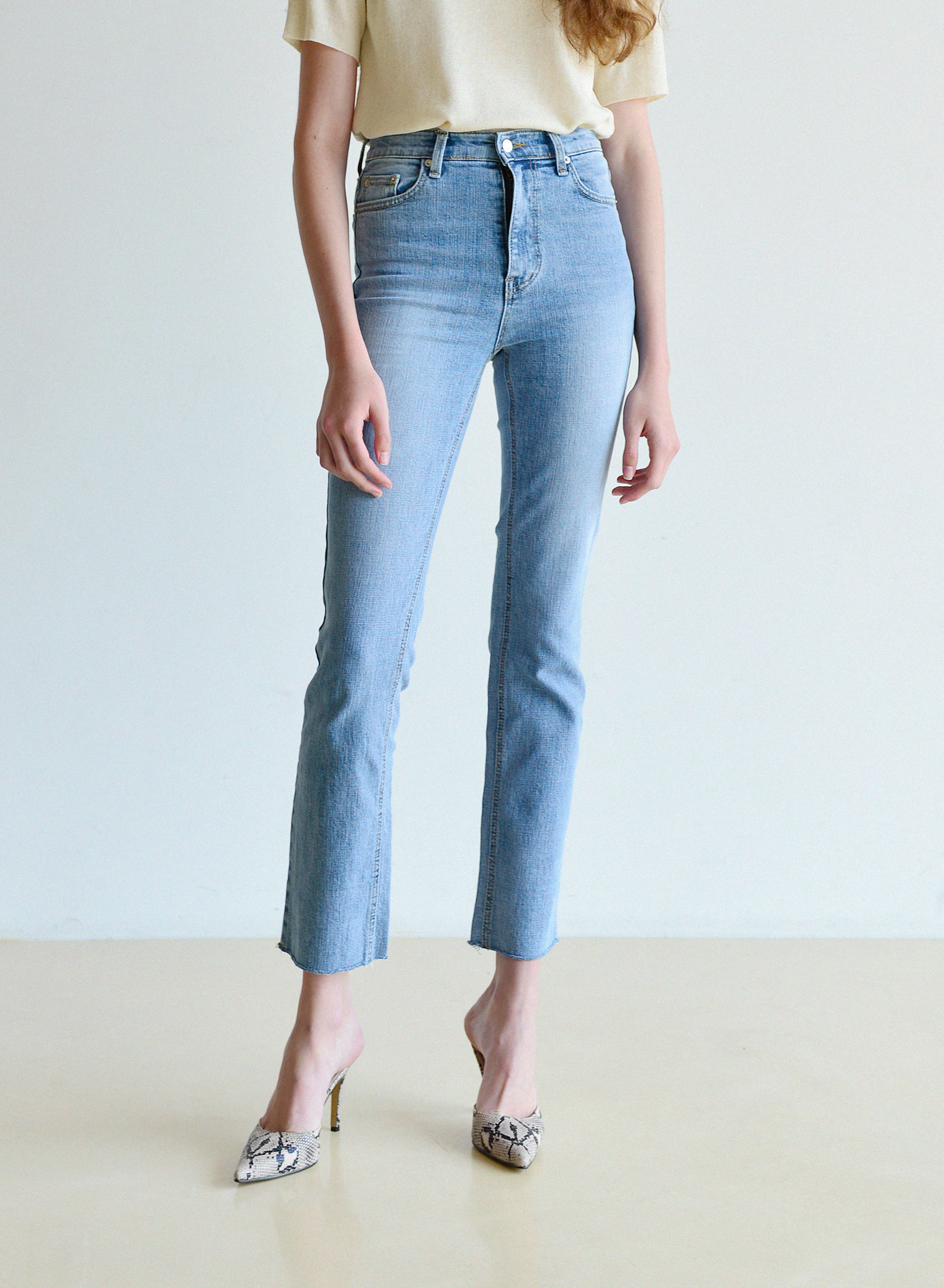 [데님 기획전] SLIM STRAIGHT CROP JEANS / LIGHT BLUE