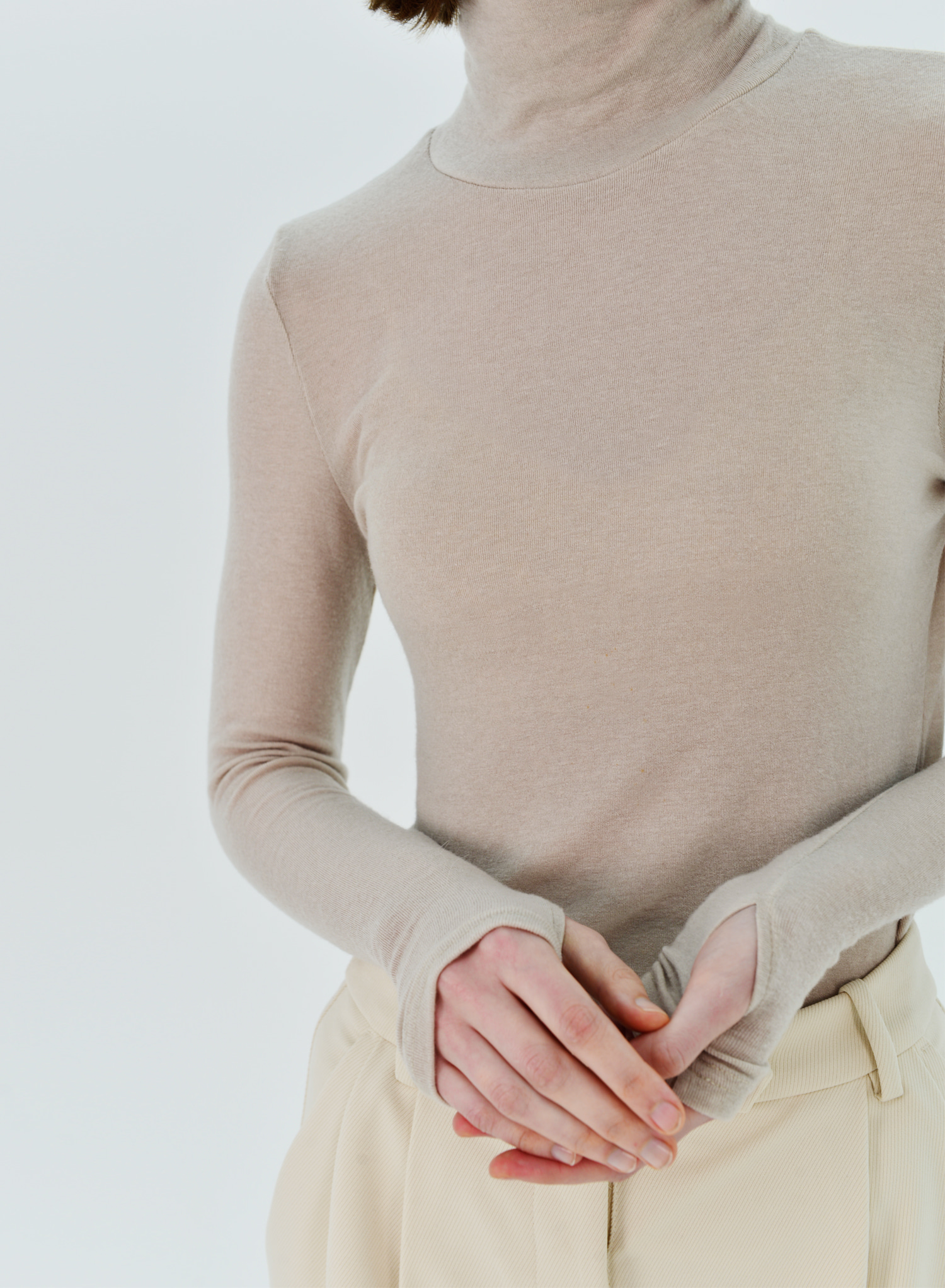 FINGER TURTLENECK KNIT
