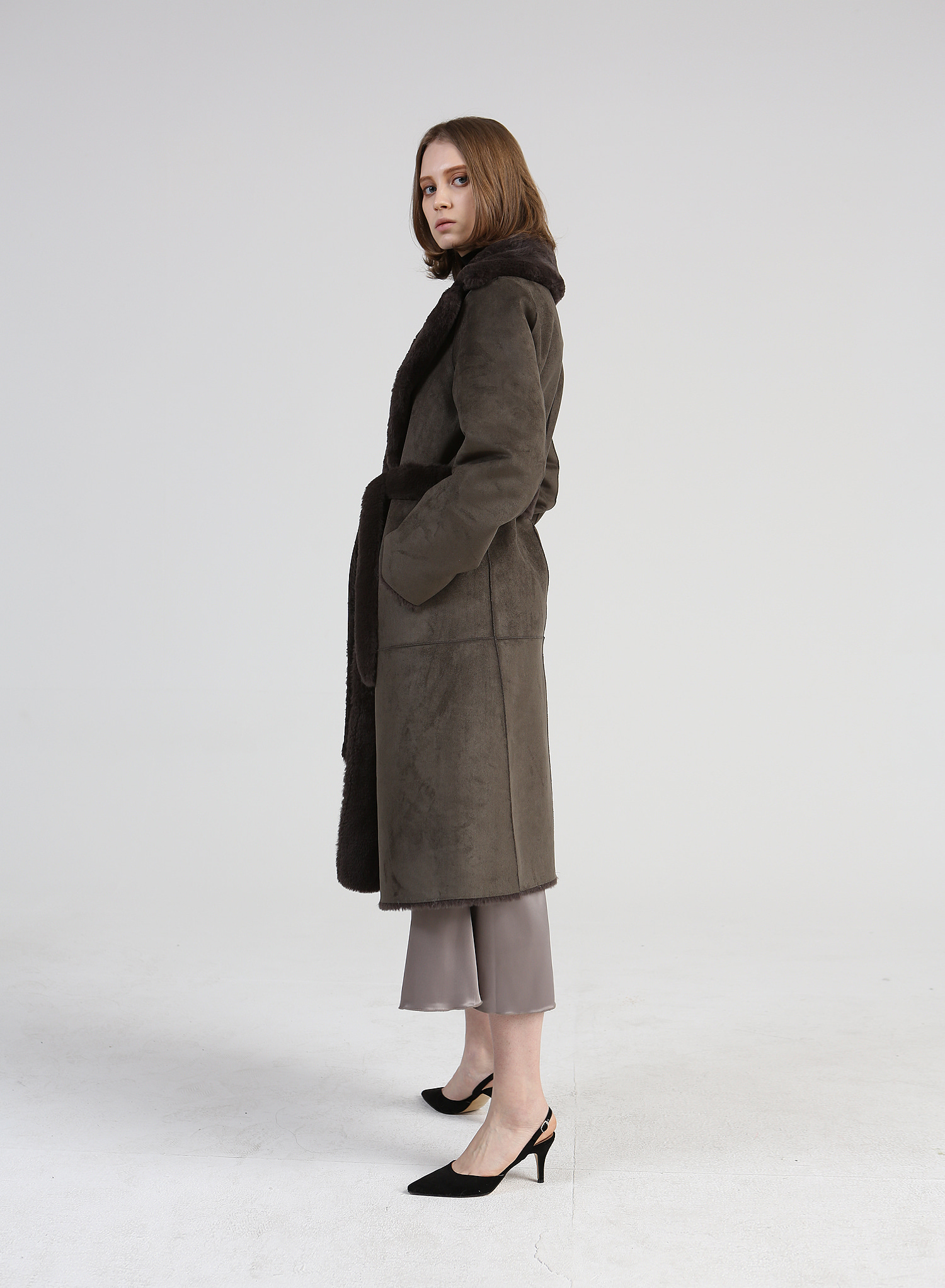 J.M.REVERSIBLE MOUTON COAT / ASH KHAKI